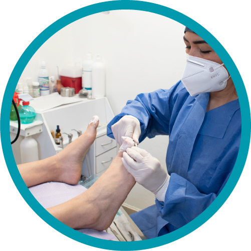 Nos enfocamos en detectar y prevenir las enfermedades del pie, a través de buenos tratamientos.